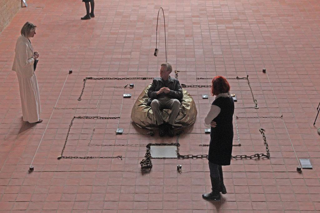 """Ausstellungseröffnung """"Schlaraffenland"""" - Klosterkirche Angermünde 2021 - Objekt """"Labyrinth"""" Charlotte Bieligk"""